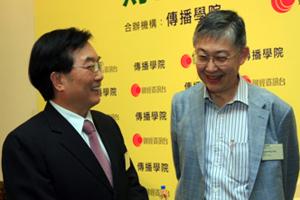 講座開始前施永青先生(右一)與恒生管理學院校長崔康常博士 (左一)暢談