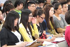 傳播學院的同學專心投入講座 1