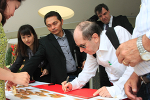 Delegation members signed their names on HSMC visitor's book 1