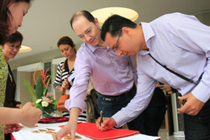 Delegation members signed their names on HSMC visitor's book 2