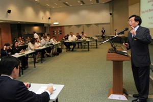 Dr Chui delivered a speech to the delegation 1