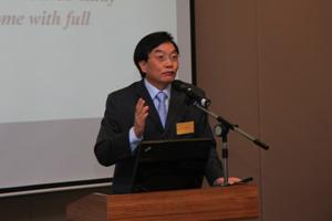 Dr Chui delivered a speech to the delegation 2