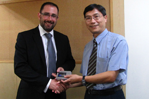 Dr. Hackman Lee, Facility Manager of the Facility Management Office presented a souvenir to Mr. Barry Neilson.
