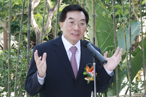 Dr Chui delivered a speech at the ceremony.