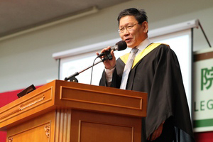 Prof. Gilbert Fong, Provost and Dean of School of Translation delivered a welcome speech to new students