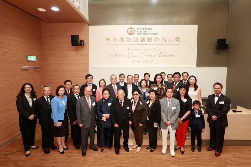 A group photo of Ms Rose Lee, Dr Alice Lam, President Simon Ho, Dr Lam's family members, HSMC Board of Governors and senior management