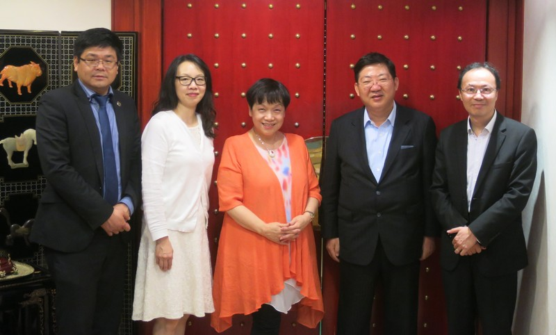 Group Photo (from left: Mr Nicholas Chu, Manager, Advancement and Alumni Affairs Office; Ms Ada Leung, Associate Vice-President (Advancement and Industry Liaisons); Mrs Mariana Yeung; President Professor Simon S M Ho; and Dr Tom Fong, Associate Vice-President (Student Development and Campus Services))