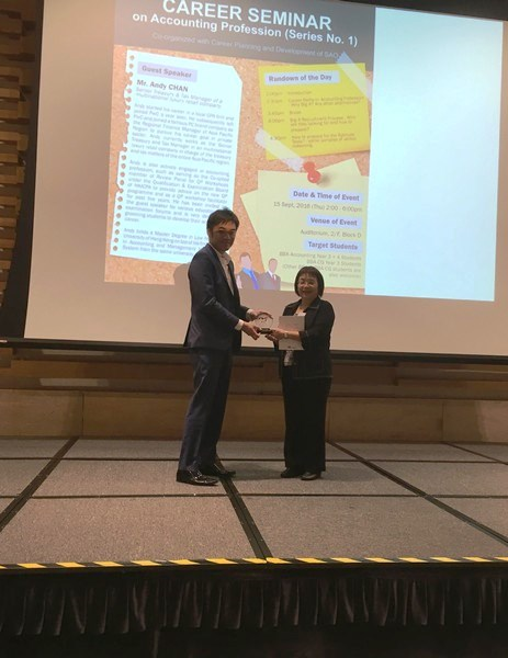 Dr Brossa Wong, Head of the Department, presented souvenirs to Mr Andy Chan, the guest speaker