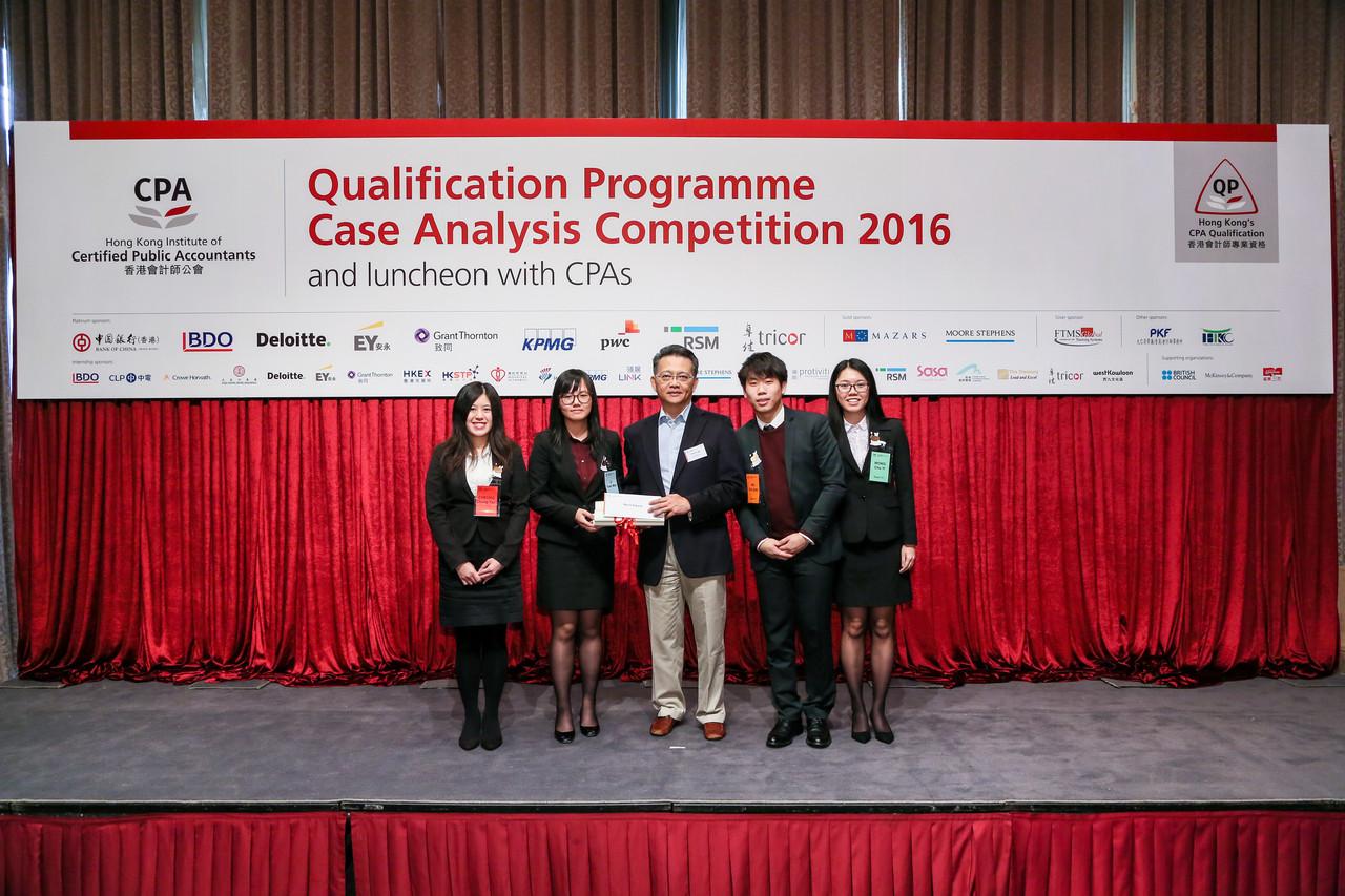 工商管理(榮譽)學士的學生獲得優異獎
