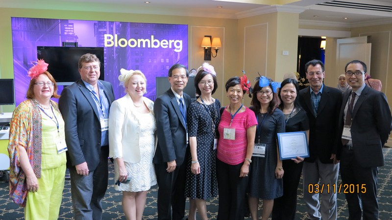 Dr Pauline WONG with other guests at the conference