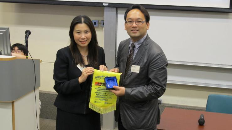 Dr Sobel Chan (right) presented souvenir to Prof Scarlet Tso (left) at HKBU