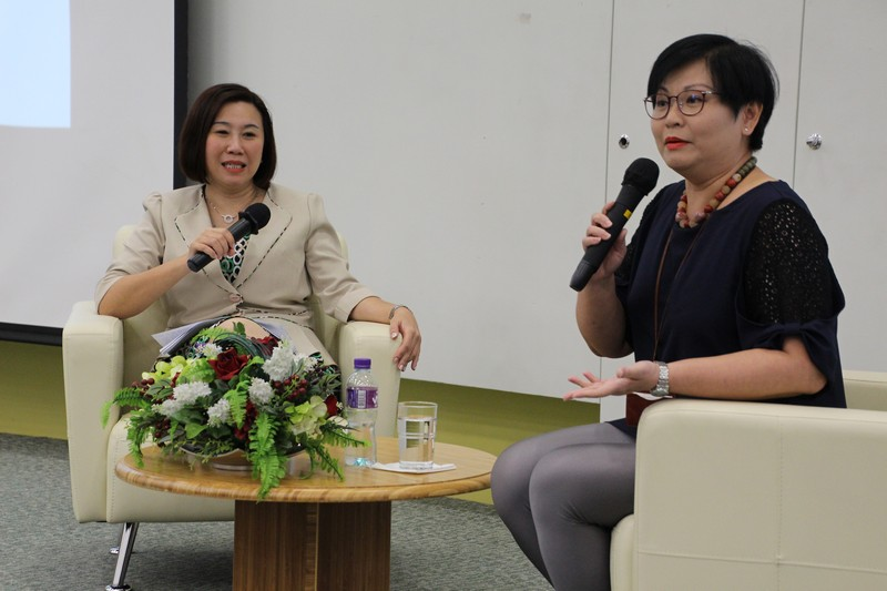 Professor Scarlet Tso (left) and Ms Glacial Cheng (right) participated in sharing session