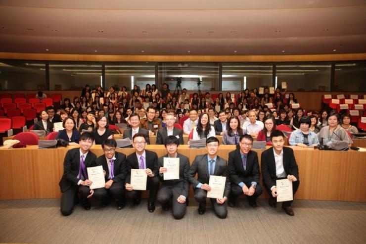 Group Photo: Professors of the School of Communication, parents and all awarded students