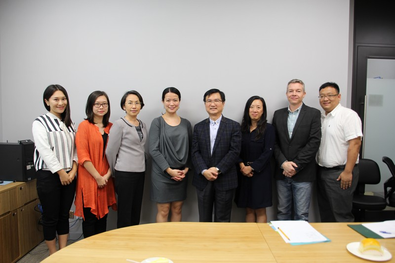 Group photo of Ms Wan and professors from the School of Communication