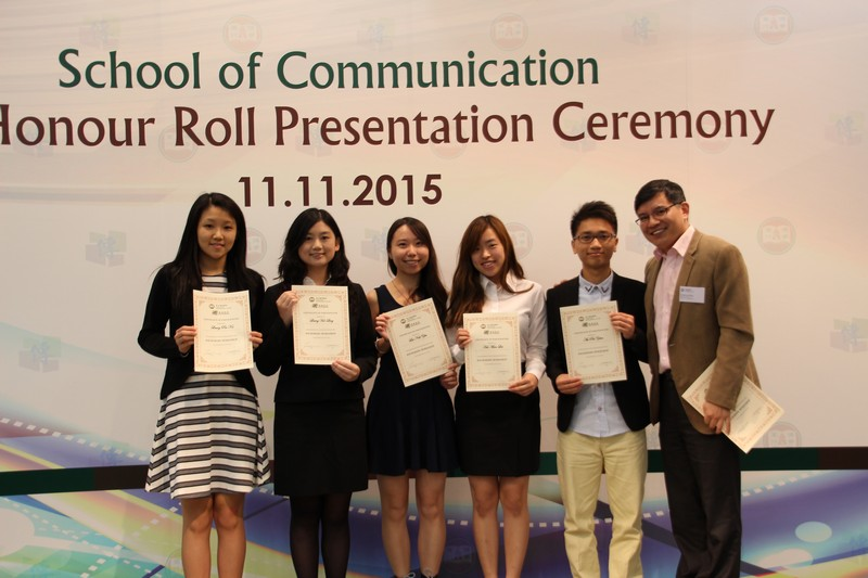 Dr Howard Song presented certificates to participants of 2014/15 Anchoring Workshop