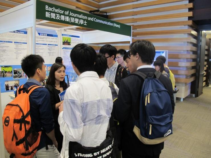 Professors and students from BJC answered visitors' enquires