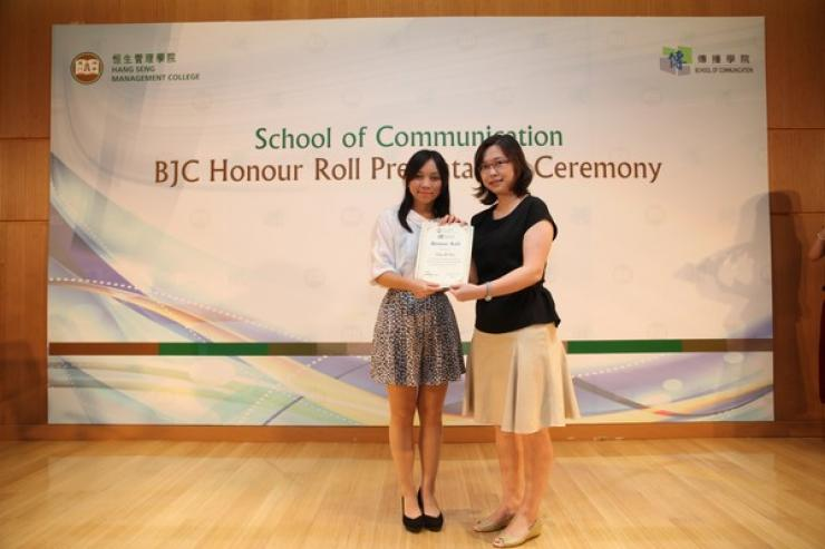Dr Clio Wu presented the honour roll to Year 2 students (2013/14) with outstanding academic performance