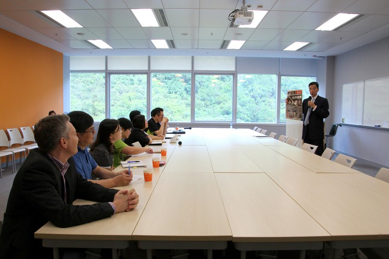 Mr Kwan Chuk Fai shared public relations techniques with current affairs