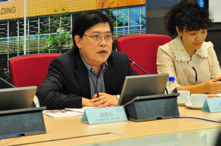 Chairperson of Session III, Mr Ronald Chiu, Executive Director of i-CABLE News Ltd