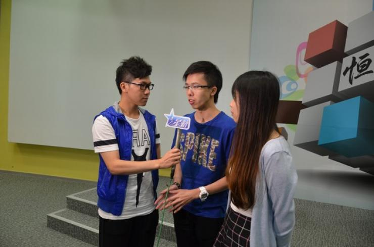 "Two students from Department of Journalism and Communication were interviewed by ""Asian Entertainment"""