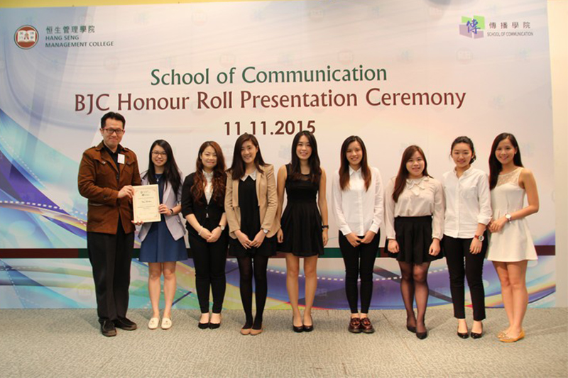Dr Chan presented certificates to participants of 2014/15 Corporate Communication Workshop