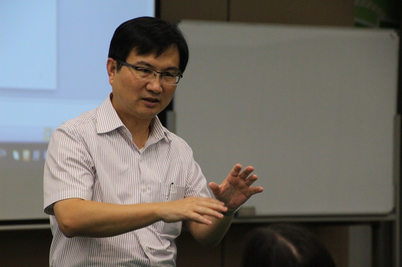Mr James Chang, Associate Dean of School of Communication, suggested students seeking advices from their personal tutors