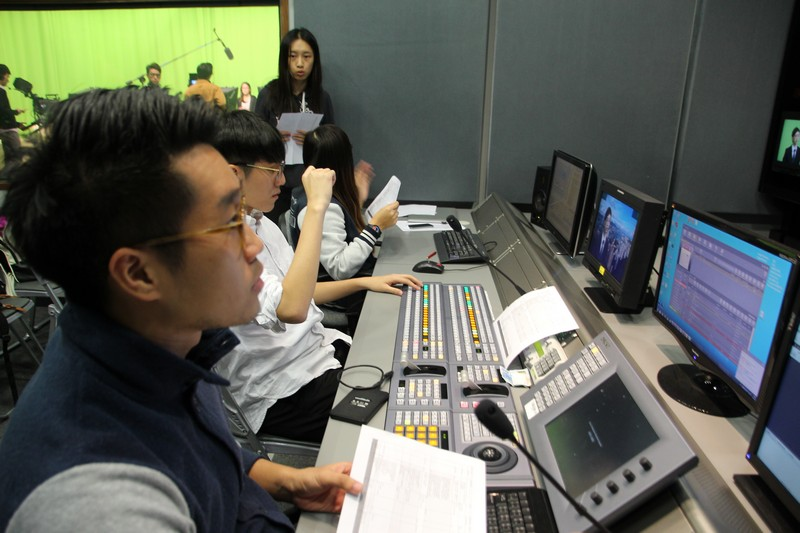 Live show produced by the students participated in the TV Lab Production Practicum Workshops