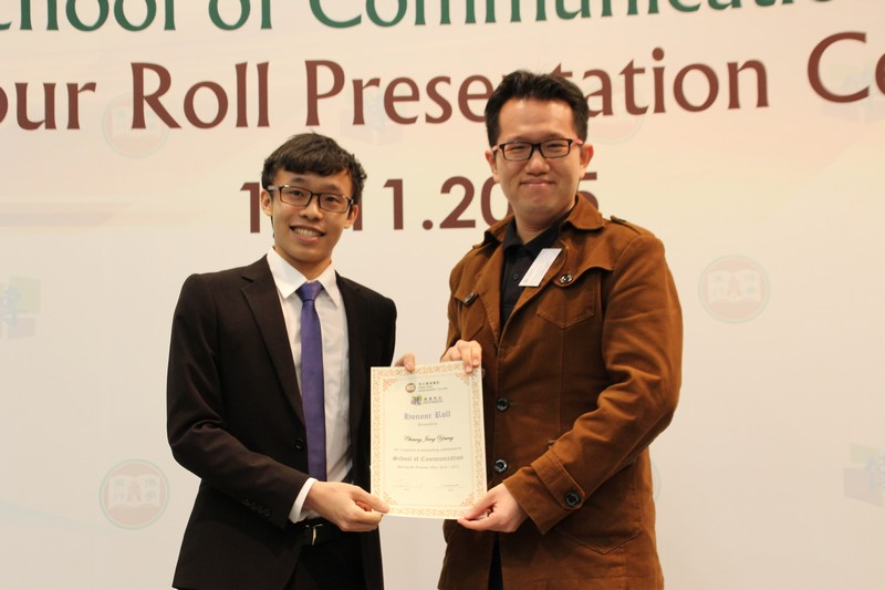Dr Chan Chit Kit presented the honour roll to Year 1 students (2014/15) with outstanding academic performance