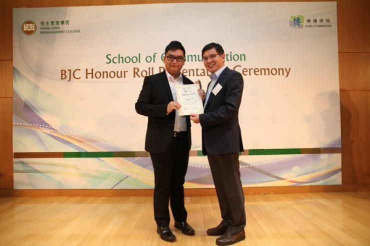 Dr Howard Song presented the honour roll to Year 1 students (2013/14) with outstanding academic performance