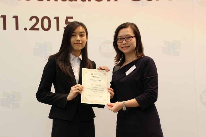 Dr Clio Wu presented the honour roll to Year 2 students (2014/15) with outstanding academic performance