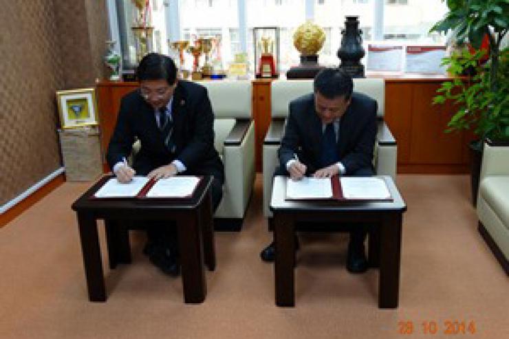 何校長與世新大學吳校長簽署合作交流協議