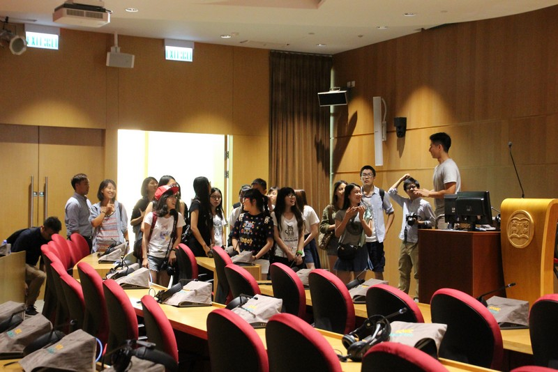 Colleague from CPAO was introducing college facilities to students from Sichuan University