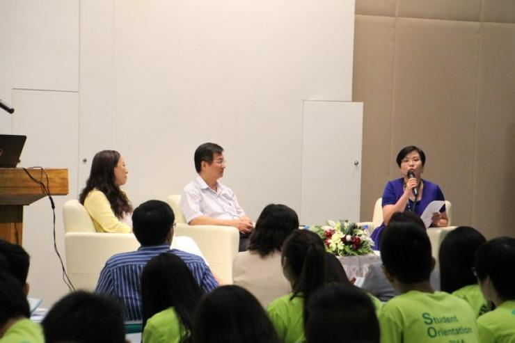 Chit-chat session by Dr Meily Cheung (Left), Mr James Chang, (Associate Professor) (Middle), Ms Glacial Cheng (Right) on academic, admission and student affairs matters