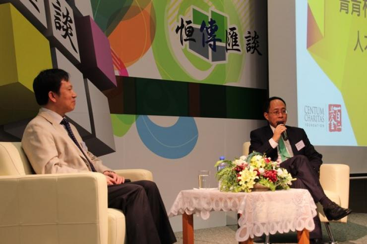 李主席(右)與郭一鳴先生(左)於會上交流
