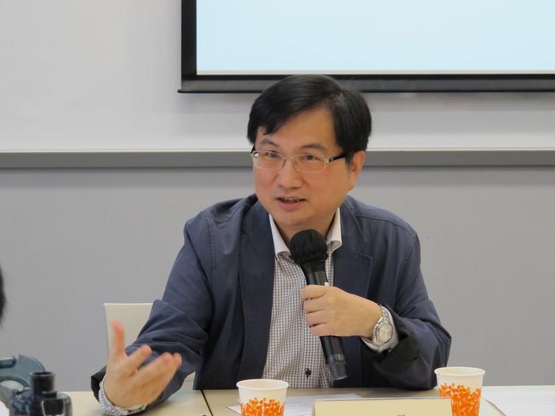 新傳系系主任張志宇先生報告新課程的籌備工作