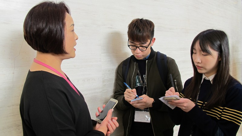 BJC students interviewed Ms Li Wei