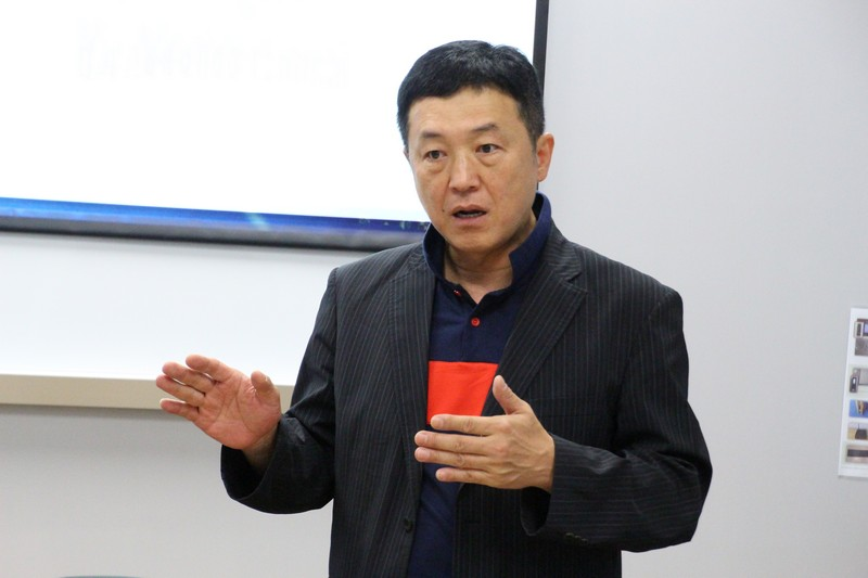 Professor Kim as the guest speaker of the salon