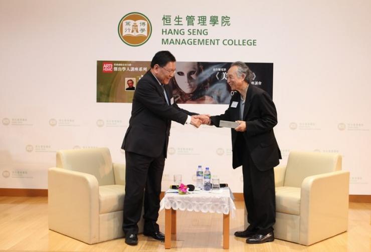 Professor Fong presented a souvenir to Dr Gao Xingjian