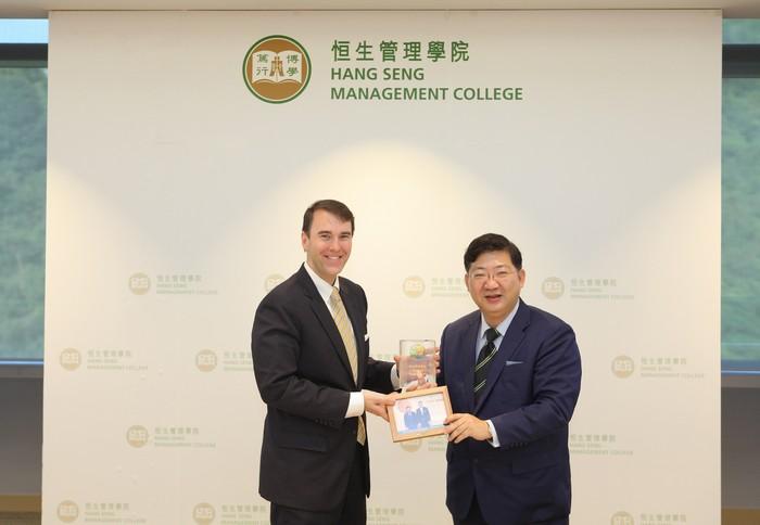 President Simon Ho presented souvenirs to Dr Lindsay