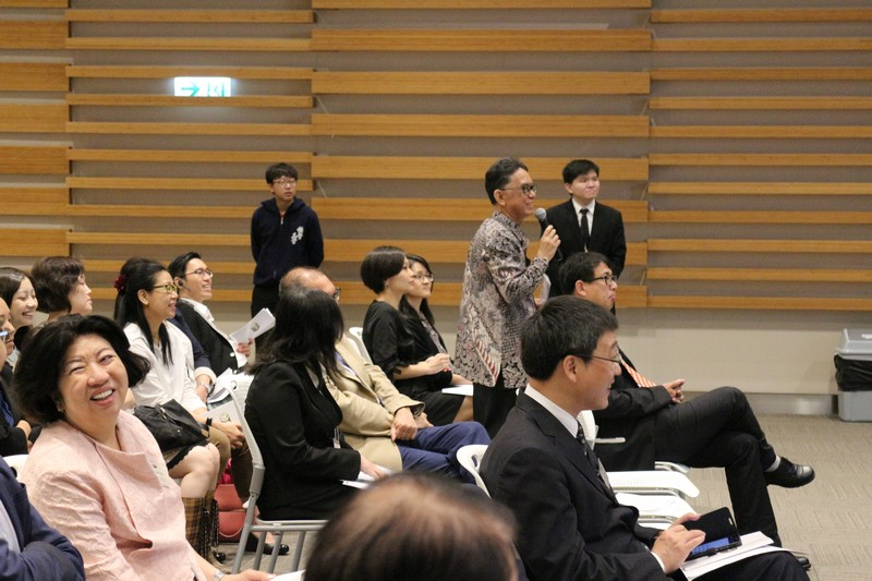 Audience actively participated in the discussion session with the plenary speakers