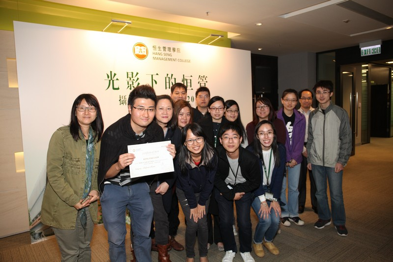 Group photo of the Library staff and awarded colleague