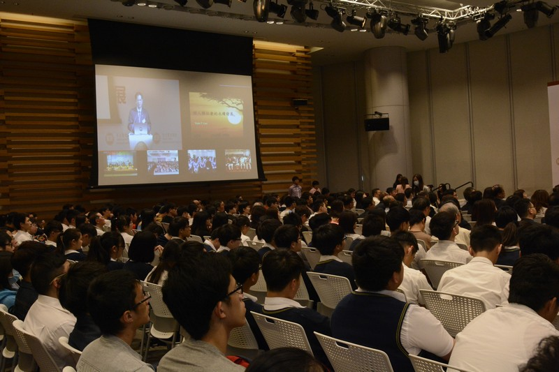 Live broadcast was arranged for secondary school students from Hong Kong and mainland to participate in the lecture and Q&A session