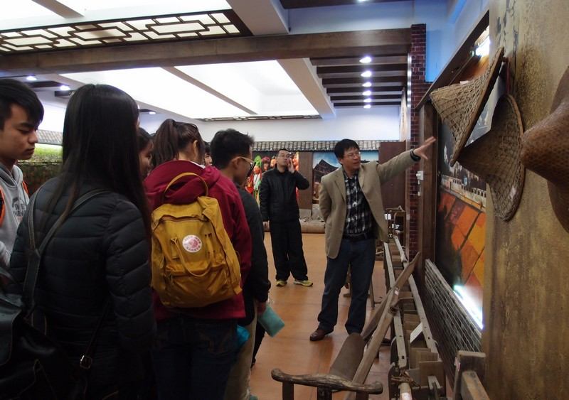 Professor Xiao takes the TKP Arts Ambassadors on a tour around the research complex