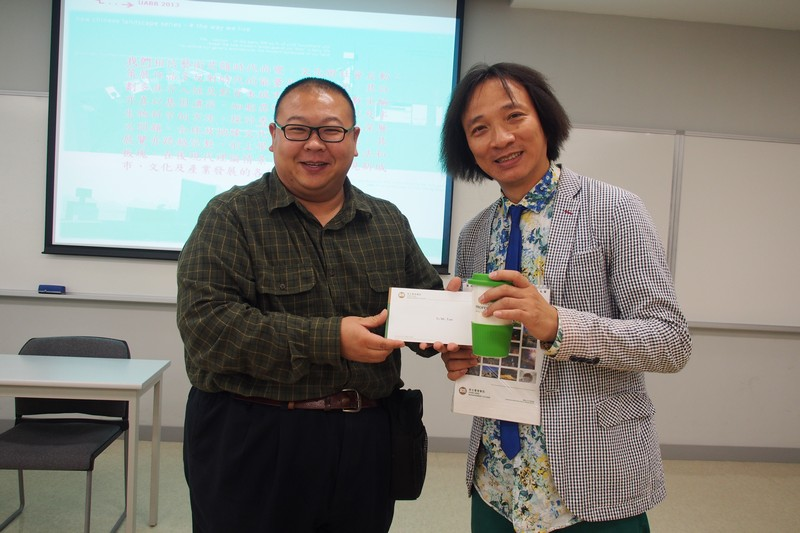 As a token of appreciation, Dr Michael Chan, Acting Head of Department of General Education, presented souvenirs to the guest
