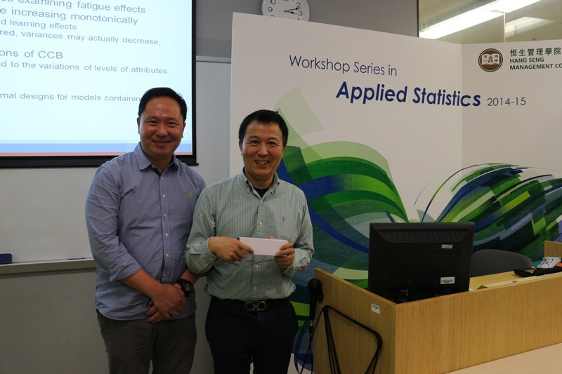 Dr Tian, Professor Lee and Professor Li received a souvenir from the organiser