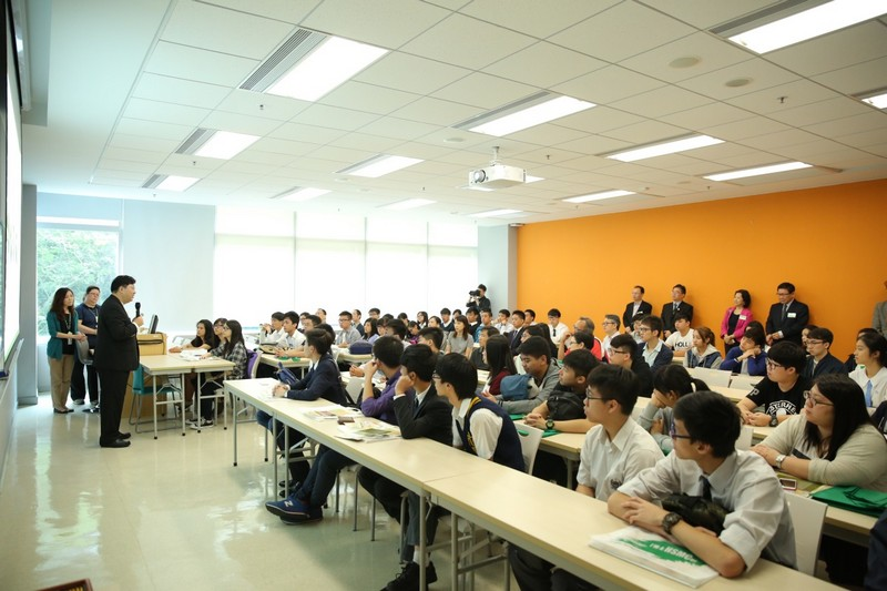 President Simon Ho shared the insights of learning and career planning with students