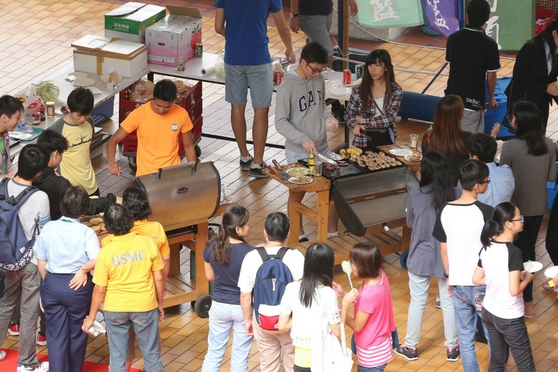 A variety of activities were arranged on the Information Day, including student performances, game booths, BBQ carnival, etc.