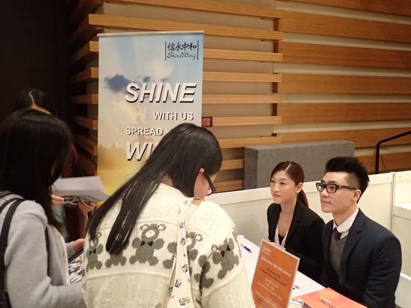 Students with representatives from SHINEWING (HK) CPA Limited