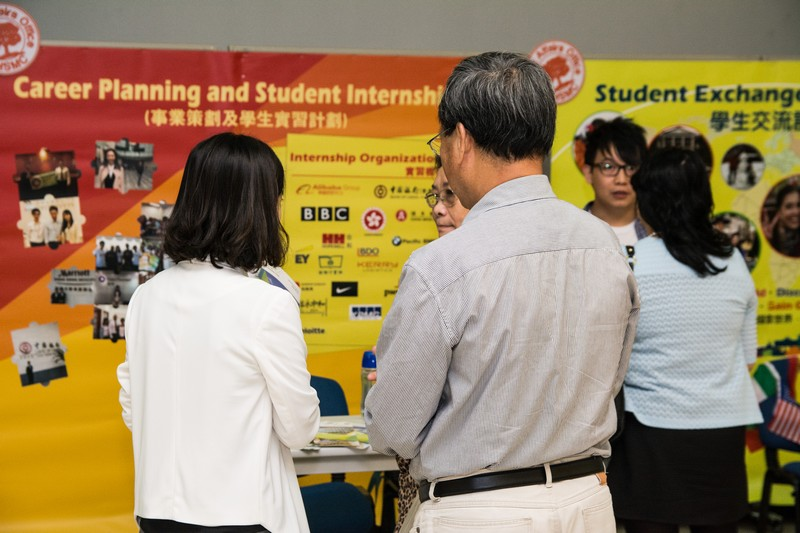 Visiting information booths of student development and services