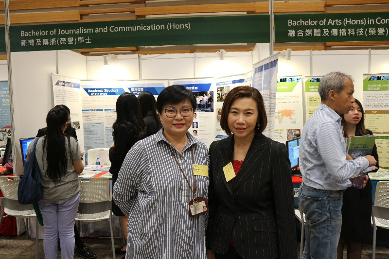 Dean Scarlet Tso(right)and Ms Glacial Cheng(left)were at the exhibition counters